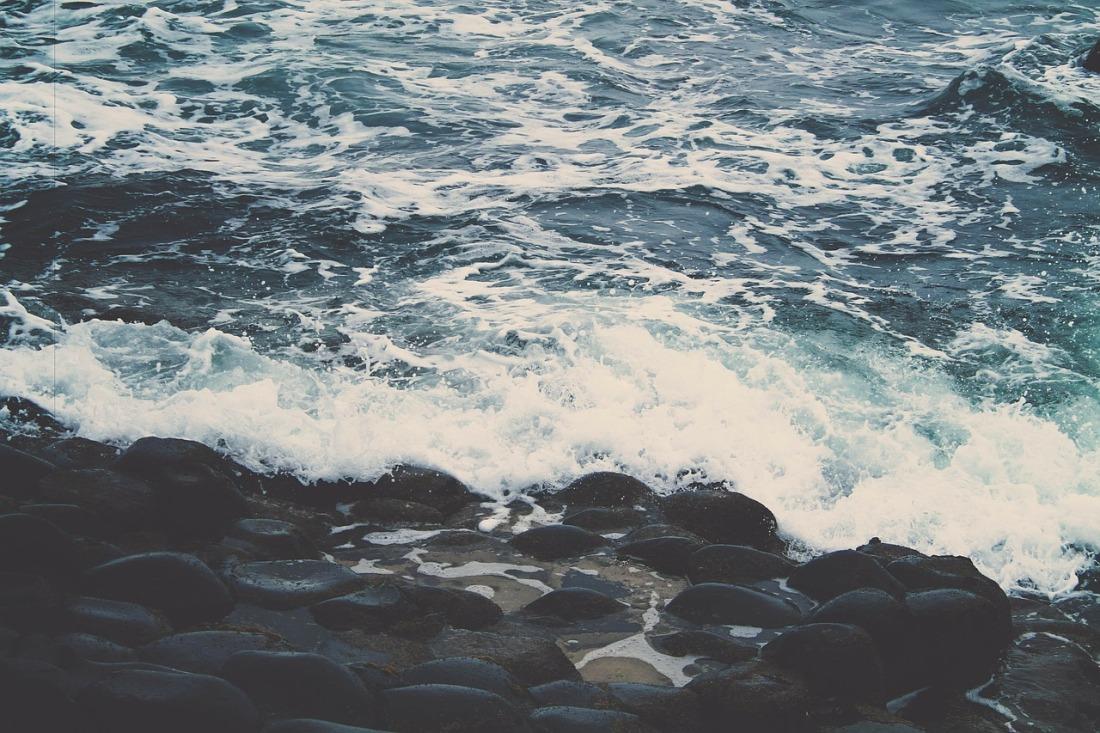 rocky-shore-336614_1280